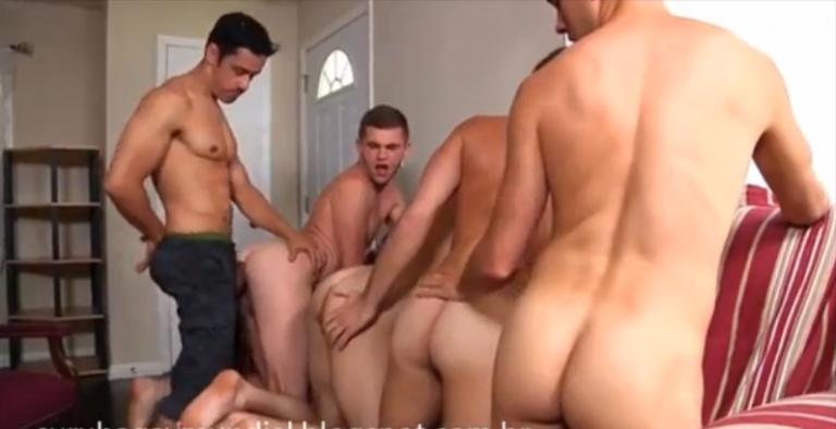 Групповое порно геев с большими членами