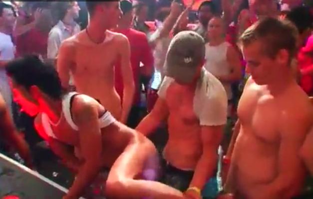 Orgia porno gay em boate LGBT