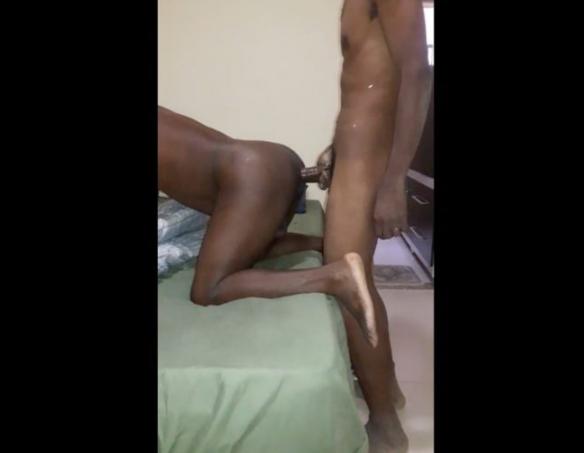 Negros nu fudendo cuzinho e enchendo o passivo de leitinho